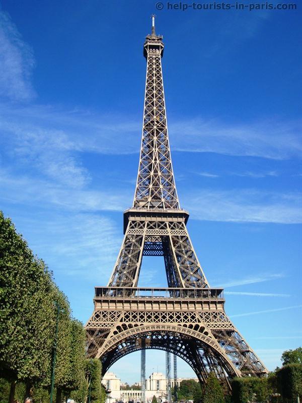 eiffelturm in paris touristen in paris. Black Bedroom Furniture Sets. Home Design Ideas