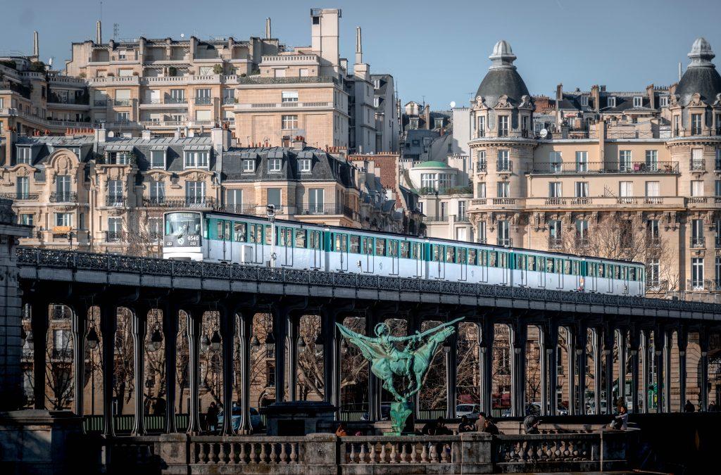 Metro oberirdisch Paris