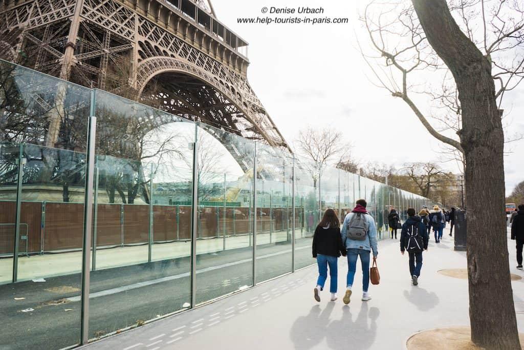 Eiffelturm_Glaswand