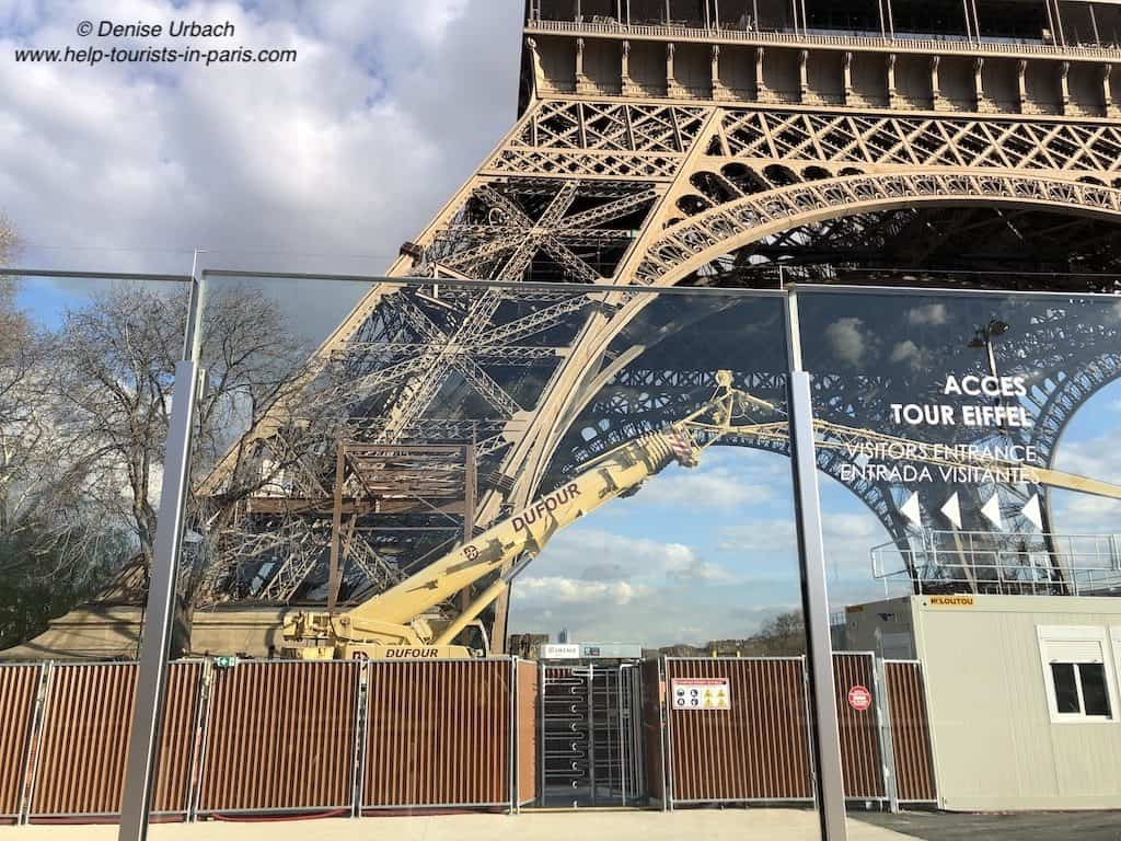 Glaswand am Eiffelturm Paris