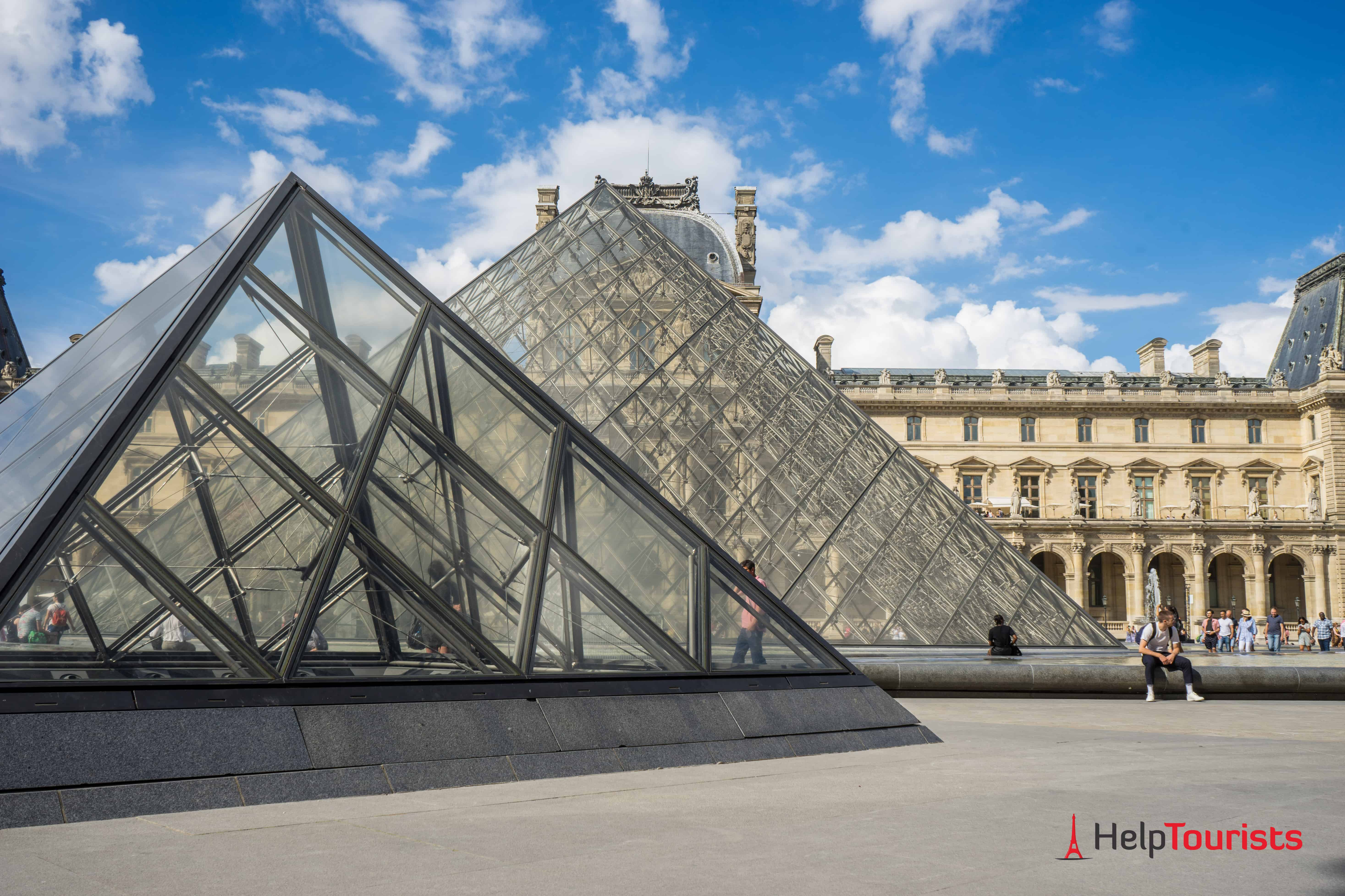PARIS_Louvre_Glasdreiecke_l
