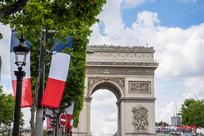 PARIS_Triumpfbogen_14-Juli_l