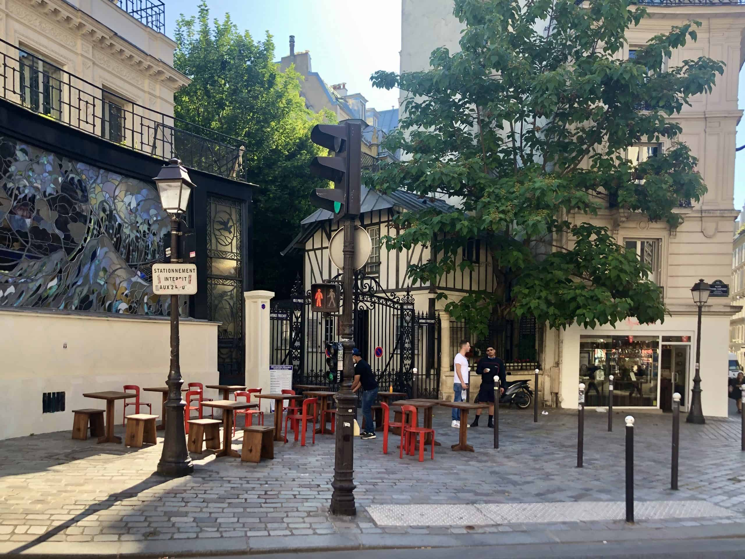 Terrassen eröffnen wieder Paris